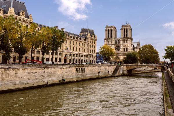 Собор Парижской Богоматери и река Сена