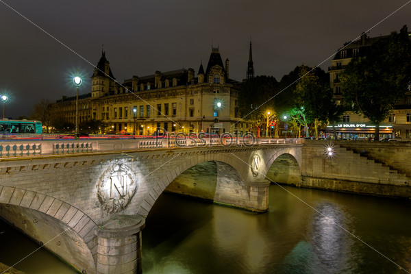 Франция, Париж. Новый мост ночью