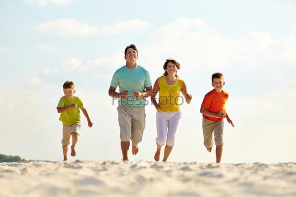 Бегущая семья