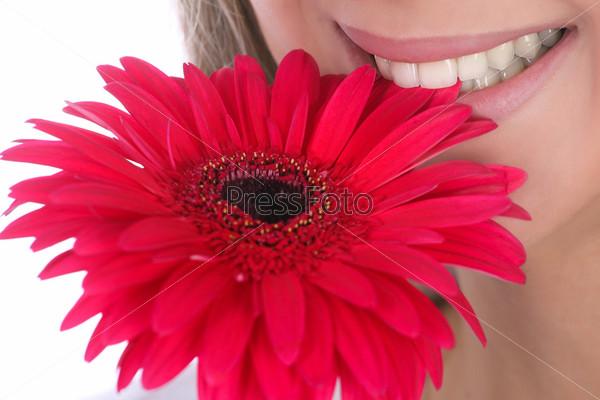 Женские губы и цветок