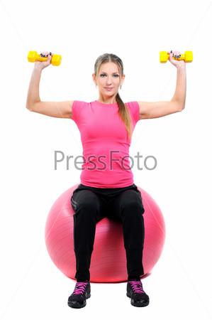 Портрет женщины, тренирующеяся с гантелями