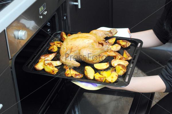 Жареная курица с картофелем из духовки