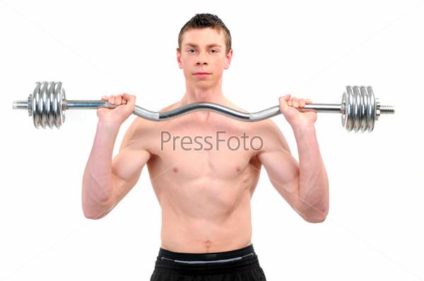 Молодой парень делает упражнения со штангой, изолированный на белом фоне