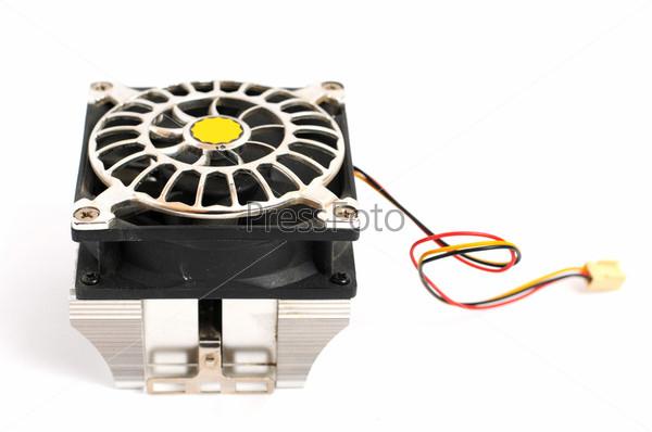 Вентилятор компьютера, изолированный на белом