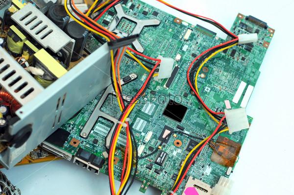 Фотография на тему Компьютерная системная плата, изолированная на белом фоне