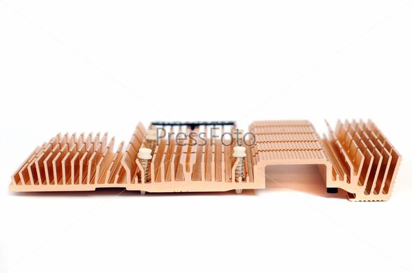 Фотография на тему Радиатор кулера компьютерного процессора, изолированный на белом фоне