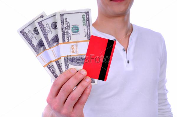 Фотография на тему Мужчина, держащий деньги и кредитные карты