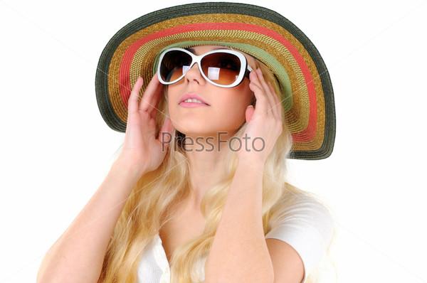 Фотография на тему Портрет красивой девушки в шляпе и очках