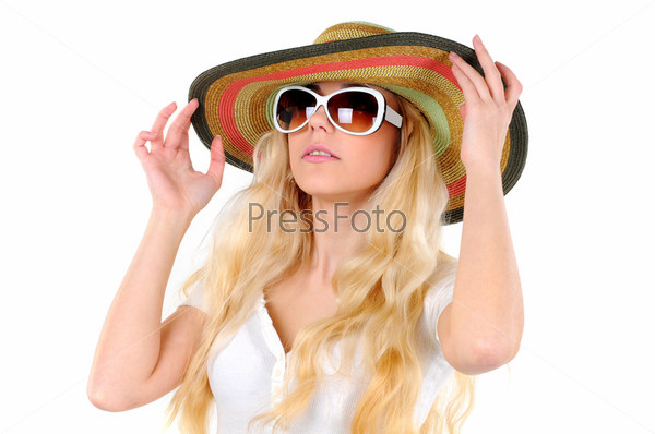 Портрет красивой девушки в шляпе и очках