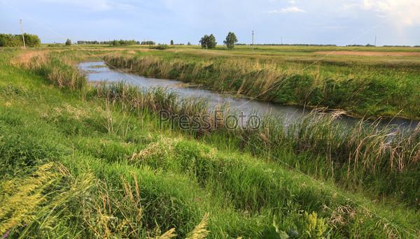 Канал на лугу