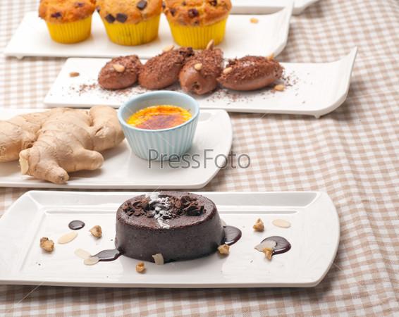 Фотография на тему Группа различных десертов