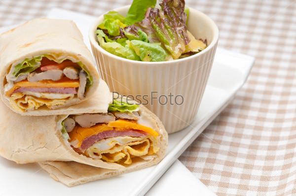 Клубный сэндвич из хлеба пита