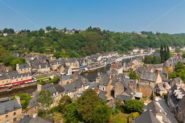 Динан, Бретань, Франция - древний город на реке