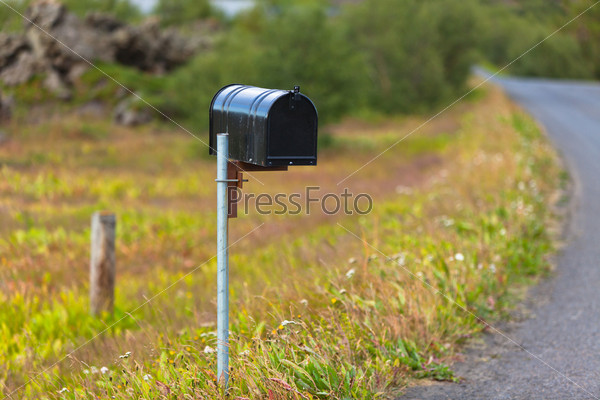 Фотография на тему Старый почтовый ящик на сельской дороге в Исландии