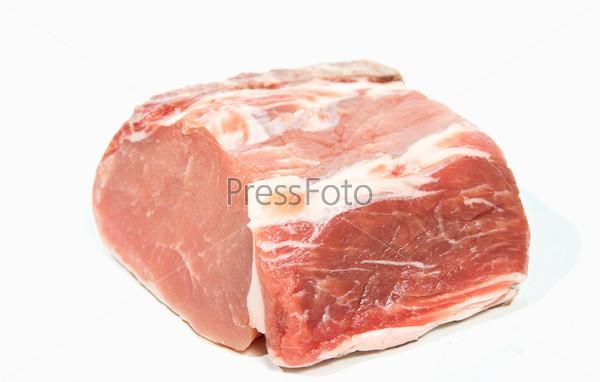 Свежая свинина на белом фоне