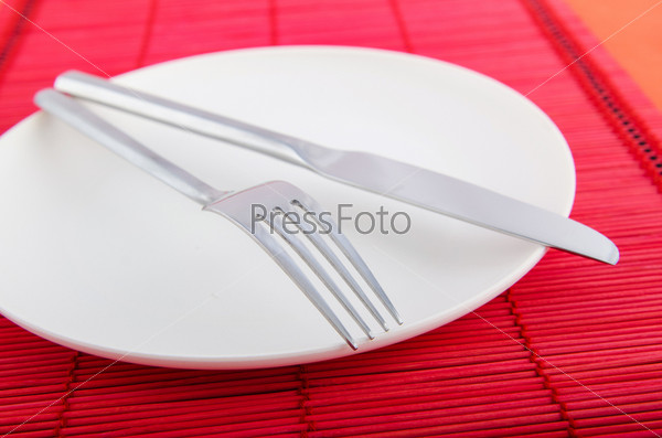 Сервировка с ножом и вилкой