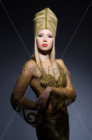 Фотография на тему Молодая модель в египетском костюме