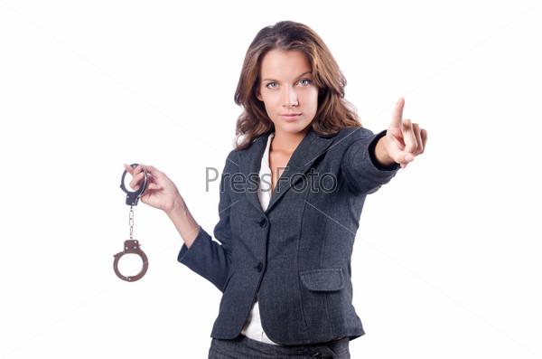 Бизнес-леди с наручниками на белом фоне