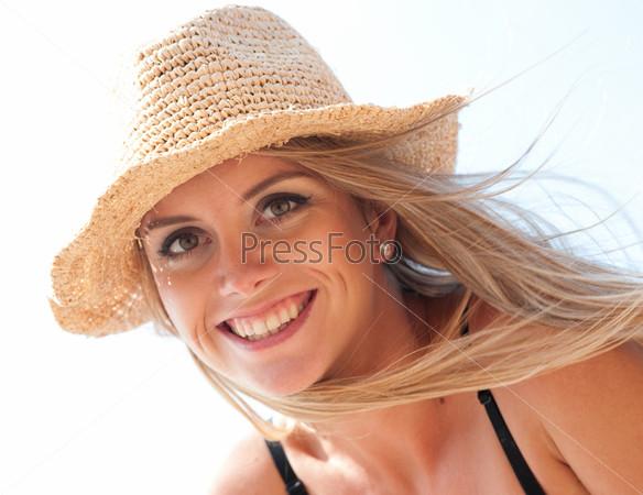Фотография на тему Девушка в широкополой шляпе