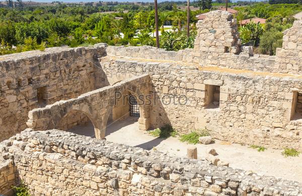 Фотография на тему Средневековый замок Колосси