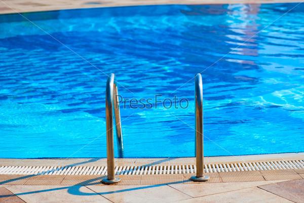 Лестница в бассейн с пресной водой