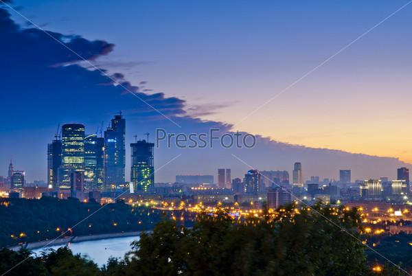 Вечерняя Москва, вид с Воробьевых гор