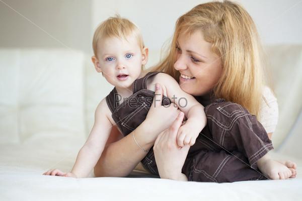 Фотография на тему Мать с ребенком