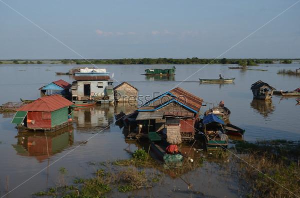 Фотография на тему Плавучая деревня вьетнамцев
