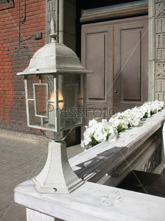 Декоративный фонарь уличного кафе