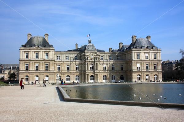 Люксембургский дворец в Люксембургском саду. Париж, Франция
