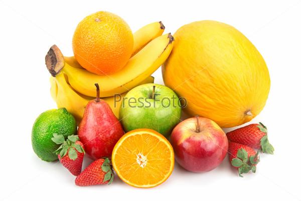 Набор фруктов, изолированный на белом фоне