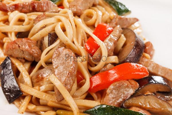Фотография на тему Лапша с говядиной и овощами