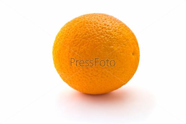 Фотография на тему Сочный апельсин на белом фоне