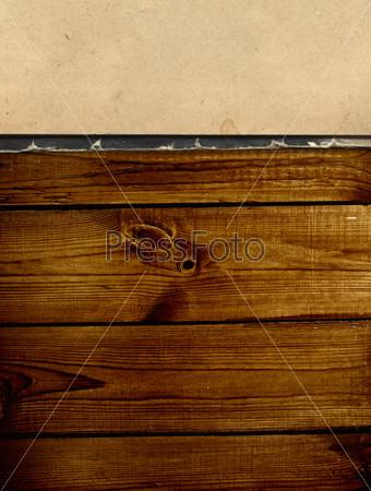 Старая книга на деревянных досках