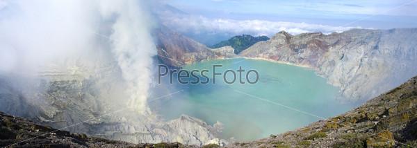 Фотография на тему Сульфатное озеро в кратере вулкана Льен