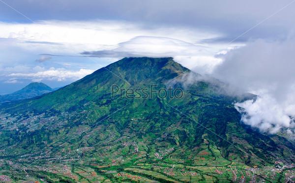 Гора Мерабу, спящий стратовулкан,  Индонезия