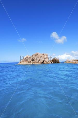 Фотография на тему Остров, вид с океана, Сейшельские острова