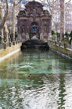Фонтан Медичи в Люксембургском саду в Париже