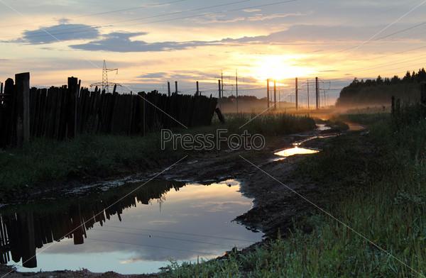 Деревенская дорога на закате