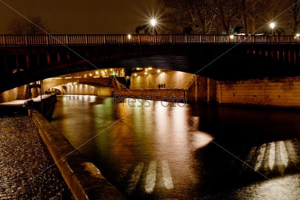Мост и река Сена ночью, Париж