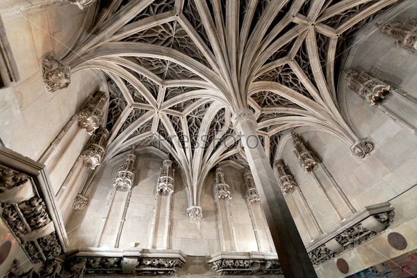 Арочные потолки средневековой часовни