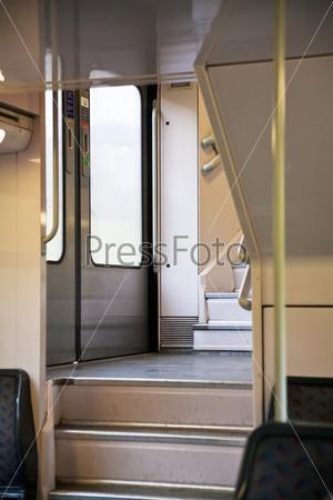 Ступени в двухэтажном поезде