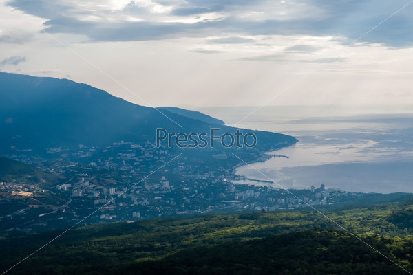 Фотография на тему Утренняя панорама города Ялта