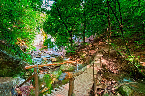 Фотография на тему Деревянный мост на водопаде Джур-Джур. Украина. Крым