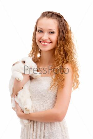 Счастливая женщина с кроликом