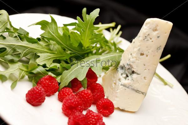 Сыр и малина