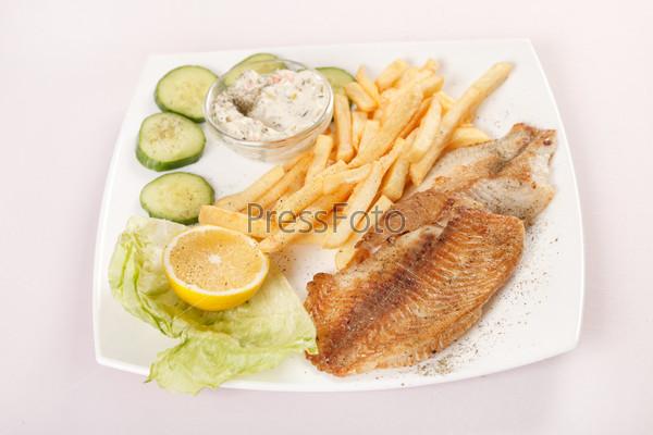 Рыба с картофелем фри