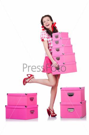 Молодая женщина с коробками на белом фоне