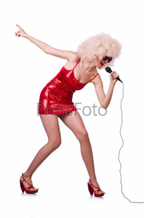 Фотография на тему Поп-звезда с микрофоном в красном платье на белом фоне