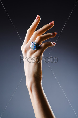 Фотография на тему Обручальное кольцо на руке